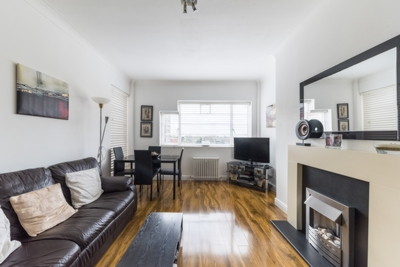 Similar Property: Flat in West Hampstead Borders