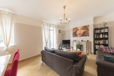 Similar Property: Apartment in West Hampstead Borders