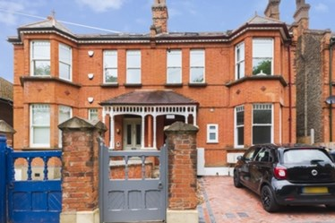 Similar Property: Flat in Mill Hill