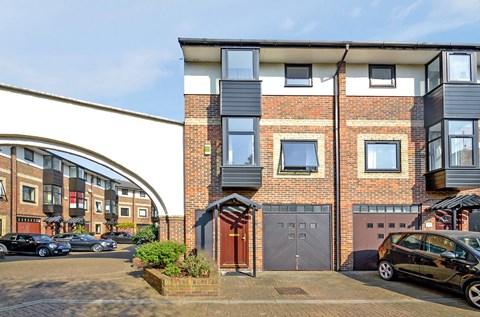 Barnfield Place Canary Wharf E14