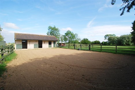 stable block & turn out area
