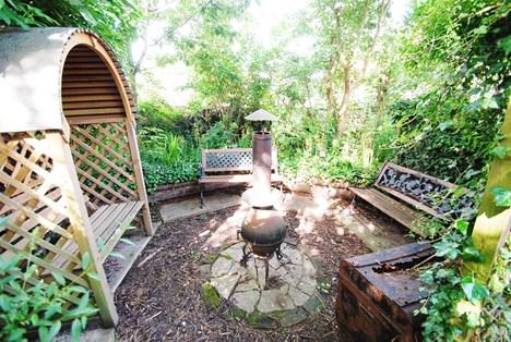 'secret' seating area in rear garden