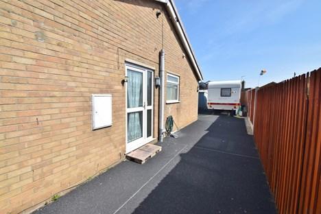 side driveway/space n