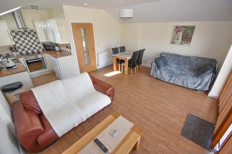 oak lounge