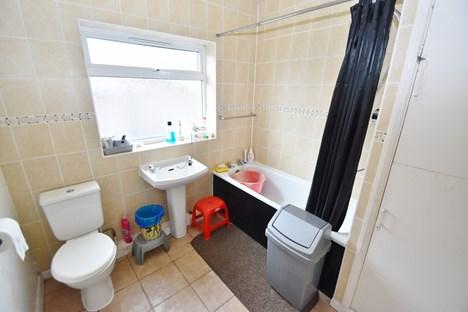 Bathroom (Ground)