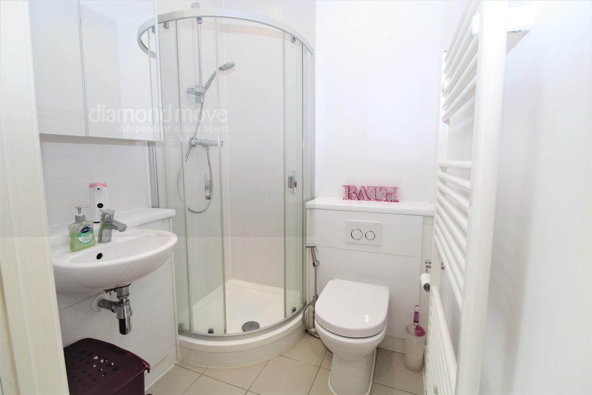 1st floor shower / WC