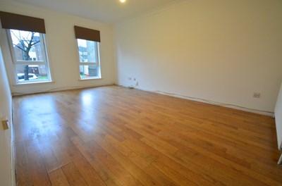 Property photo: Erskine, PA8