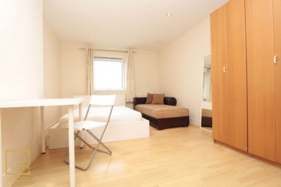 Similar Property: Ensuite Double Room in Pontoon Dock