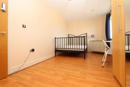 Similar Property: Ensuite Single Room in Pontoon Dock,City Airport