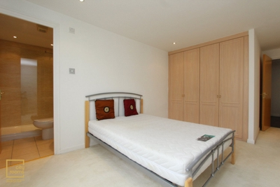 Similar Property: Ensuite Double Room in Crossharbour,Mudchute