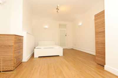 Similar Property: Double Room in Golders Green