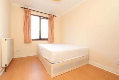 Similar Property: Single Room in Island Gardens